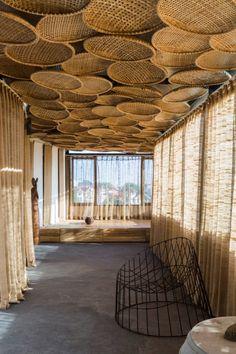 interior home design ideas Bamboo Architecture, Architecture Design, Bamboo House Design, Patio Design, Deco Cool, Restaurant Interior Design, Cafe Design, Bungalows, Ceiling Design