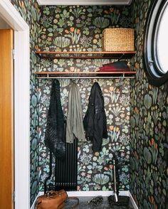 Interior Wallpaper, Home Wallpaper, Sas Entree, Carpeaux, Small Apartment Interior, Interior Styling, Interior Design, Entry Hallway, Next At Home
