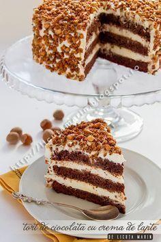 Un tort divin, cu blat ciocolatos Sweet Recipes, Cake Recipes, Dessert Recipes, Cake Cookies, Cupcake Cakes, Romanian Desserts, Romanian Food, Pastry Cake, Ice Cream Recipes