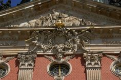 Potsdam, Sanssouci, Neues Palais, Tympanon am Haupteingang (New Palace, tympanum at the main entrance)