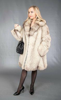 Fox Fur Coat, Faux Fur Jacket, Vest Jacket, Fur Accessories, Winter Jackets Women, Fur Fashion, Winter Coat, White Fox, Vests