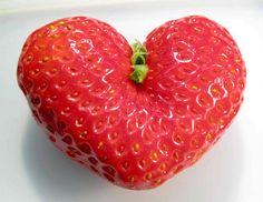 Heart of nature Love Heart Images, I Love Heart, Happy Heart, Heart In Nature, Heart Art, Strawberry Hearts, Strawberry Garden, Funny Fruit, Sugar Scrub Recipe