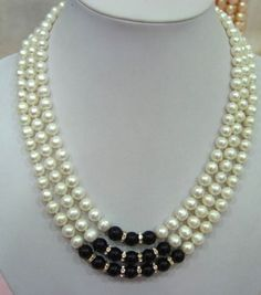 3 strands white pearl and black agate necklace Agate Necklace, Stone Necklace, Crystal Necklace, Beaded Necklace, Pearl Necklaces, Custom Jewelry, Vintage Jewelry, Gemstone Jewelry, Beaded Jewelry