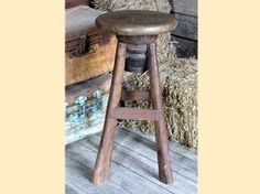 Cattle Baron's Bar Chair from Southern Creek Rustic Furnishings. Made from reclaimed teak wood, this bar stool swivels on an old wagon hub, very neat! Log Furniture, Dining Room Furniture, Furniture Ideas, Swivel Bar Stools, Bar Chairs, White Dining Room Chairs, Old Wagons, Accent Chairs Under 100, Used Chairs