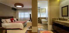 Decoração de apartamento com estilo. No quarto tons neutros, jogo de cama branco e vermelho, lavabo tons neutros e banheira. Double Room, Open House, Bed, Furniture, Home Decor, Standing Bath, Neutral Tones, Trough Sink, Rouge