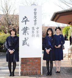 眞子さまと佳子さま卒業 卒業式に出席される(左から)眞子さま、佳子さまと紀子さま(東京・新宿区の学習院女子高等科・中等科)[代表撮影]=2010年03月22日撮影