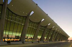Dulles main terminal, Washington Dulles International Airport, Chantilly, VA by Xavier de Jauréguiberry, via Flickr