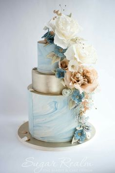 Blue gold marbled wedding cake