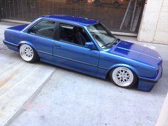 BMW E30 3 series blue slammed
