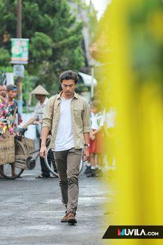 Yuk intip lokasi syuting AADC2 di Yogyakarta - Brilio.net Casio Edifice, Yogyakarta, To My Future Husband, Role Models, Paper Flowers, Love Him, Beautiful People, Babe, Men's Fashion