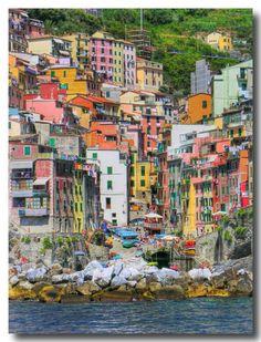 landscapelifescape:    Cinque Terre, Liguria, Italy  5 Terre (by Claudio Rivellini)