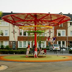 ecosistema urbano: energy producing kinetic carousel