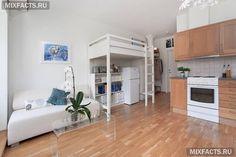 Двухярусный уголок в однокомнатной квартире с ребенком