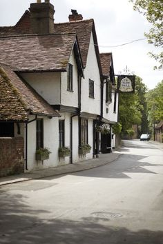 About Us - The Olde Bell Hotel - Hurley, Berkshire, one of (the?) oldest hotels in England.  40 Mins outside of London.