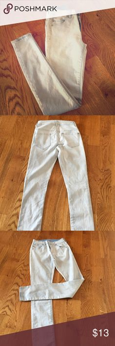 NWOT Skinny Jeans Light wash. Very skinny and slightly tight. Size zero but prob fits 00 better liv Jeans Skinny