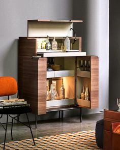 We like to make entertaining easy over the festive season and with the Lema Winston Drinks Cabinet, drinks storage is made beautiful + practical. The Lema Winston Drinks Cabinet is available on our website now. Chinese Furniture, Italian Furniture, Modern Furniture, Modern Drinks Cabinet, Furniture Making, Living Room Furniture, Easy Entertaining, Contemporary Interior, Festive
