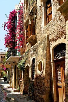 Κυριακάτικο σεργιάνισμα στα Χανιά. ~ Sunday strolling in Chania #greece  Φωto by_CitizenFresh