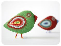 felt accesories red & green bird pin by moloco on Etsy