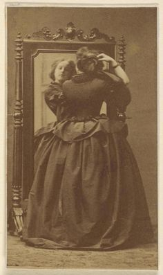 Victorian Beauties – 31 Interesting Photos Show Ladies in Front of Mirrors Before 1900 ~ vintage everyday - Geschichte Victorian Life, Victorian Photos, Victorian Women, Antique Photos, Vintage Pictures, Vintage Photographs, Old Pictures, Vintage Images, Old Photos