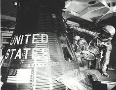 John Glenn, Badass Pictures, Project Mercury, Nasa Missions, 50 Years Ago, Space Program, 6 Photos, Dark Matter, Space Travel
