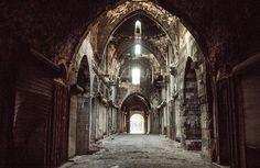 В сирийском Алеппо восстановят старейшую армянскую церковь, построенную в XV веке. Деньги на восстановление храма, пострадавшего от обстрелов со стороны боевиков собирали как в христианской, так и в мусульманской общине, сообщает 316NEWS со ссылкой на blagovest-info.ru. Смотритель церкви Жорж Либар