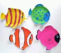 Vissen van papierenbordjes