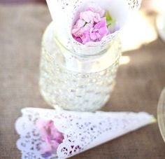 Ideas para utilizar blondas de papel - Dale Detalles Paper Flowers Diy, Ideas, Anna, Diy Home, Craft, Dresses, Fun Crafts, Decorating Cakes, Decorating Shoes