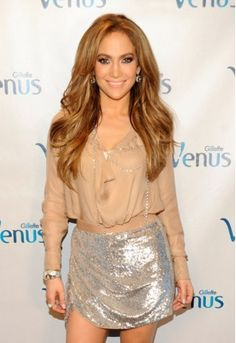 Love her! Her hair, her make-up....she's perfect!