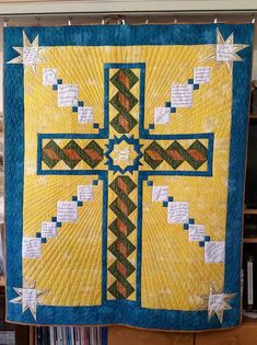 Wall hanging Quilt for church youth Cross Quilt, Christmas Makes, Quilted Wall Hangings, Longarm Quilting, Quilt Blocks, Christian Crosses, Arms, Quilts, Blanket