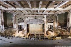 15 Eerily Beautiful Photos of Abandoned Movie Theaters Western Carolina University, North Carolina Usa, Grove Park Inn, Park Hotel, Haunted Places, Abandoned Places, Brooklyn, Ocracoke Island, Cape Hatteras Lighthouse