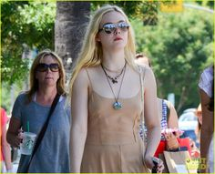 elle fanning mother daughter shopping trip 02 Elle Fanning rocks a neutral toned maxi-dress as she steps out to do some shopping on Sunday (August 18) in Studio City, Calif.    The 15-year-old actress was joined…