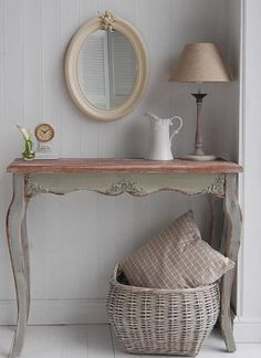 a tiny antique desk as an entrance table for a rustic vintage space Shabby Chic Console Table, Hall Console Table, Shabby Chic Furniture, Shabby Chic Decor, Vintage Home Decor, Home Furniture, Diy Home Decor, Room Decor, Hall Tables