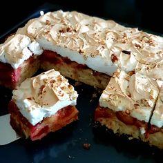"""Páči sa mi to: 52, komentáre: 2 – Eva Gergel/Foodlover (@foodart.sweet.salty) na Instagrame: """"Neodolateľný šťavnatý slivkový koláč   Tento koláč je """" must have"""" počas slivkovej sezóny. Skladá…"""" No Bake Desserts, Delicious Desserts, Dessert Recipes, Pavlova, Dan Lepard Recipes, Baked Alaska Recipe, Good Food Image, Barbecue Recipes, No Bake Cake"""