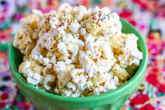 15 Best Popcorn Recipes: S'mores, Ice Cream, Cotton Candy Circus, Pad Thai, Poppy Chow, Birthday Cake Batter, Spicy Caramel & Bacon, Salted Caramel Easter, and more! #kids #crafts
