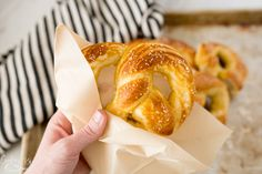 Homemade Soft Pretzels are both delicious and EASY! The classic tangy, chewy crust with the fluffy inside is exactly what this recipe will provide. This Soft Pretzel Recipe is fast, too! It takes less than Homemade Soft Pretzels, Pretzels Recipe, Homemade Donuts, Instant Pot Pressure Cooker, Pressure Cooker Recipes, Zucchini, Muffins, Instant Pot Dinner Recipes, Appetizer Recipes