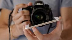 Que tal criar efeitos em fotos usando apenas o reflexo da tela de um smartphone? Atualmente todos nós temos sempre por perto um desses aparelhos e...