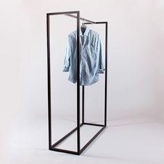 Рейл для одежды с перекладиной посередине