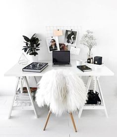 perfect interior inspiration for work space. work desk inspiration and decoration.