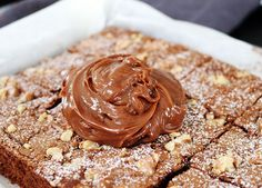 choklad ganache Fika, Cake Servings, Served Up, Mousse, Tart, Peanut Butter, Cake Decorating, Bakery, Sweets