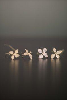 Blumen zum Muttertag – DIY Schmuckstücke mit Nagellack | Der Schlüssel zum Glück | Interior Design für Jedermann