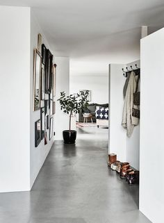 Along the right side of the entry, a gap was left between the ceiling and the wall to give the intimate space a slightly more airy feeling.