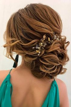 Messy Updos for Cute Bridesmaids picture 2 #weddinghairstyles