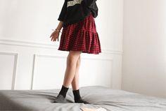 Today's Hot Pick :チェック柄ゴムウエストフリルスカート http://fashionstylep.com/SFSELFAA0003135/hodoostoryjp/out 裾のフリルがキュートなチェック柄フリルスカートです。 ふんわり広がったシルエットがガーリーなシルエットを演出。 ゴムウエストで脱ぎ履きラクラク♪ 肌寒い季節にはタイツやスキニージーンズと合わせてコーデするのもオススメ◎ ※オプションサイズごとに追加料金が発生します。予めご了承ください。
