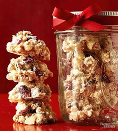 These cereal drops are great for breakfast or dessert! They make a great food gift as well. Cranberries lend cheery holiday color while marshmallows and macadamia nuts combine for a satisfying texture in each mouthful for any occasion.