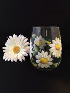 Hey, I found this really awesome Etsy listing at https://www.etsy.com/listing/227034465/wine-glasses-white-daisy-flower-stemless