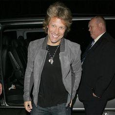 Jon Bon Jovi teams up with Avon   Promi Nachrichten