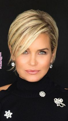 Top 36 Short Blonde Hair Ideas for a Chic Look in 2019 - Style My Hairs Short Straight Hair, Short Hair With Layers, Short Hair Cuts, Short Hair Styles, Short Hair Long Bangs, Bob Styles, Short Hairstyles Fine, Bob Hairstyles, Fashion Hairstyles