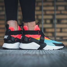 """Mi piace"": 6,389, commenti: 75 - Sneaker Freaker (@sneakerfreakermag) su Instagram: ""The Nike Air Huarache City is the ultimate mash-up of the Air Huarache and Air Raid, with just a…"""