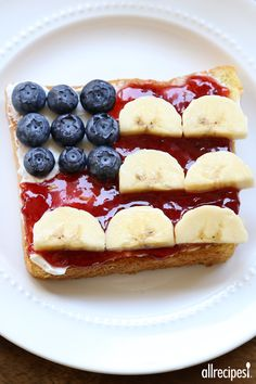 Red, White, and Blue Flag Toast A quick, healthy and cute breakfast to serve on of July. 4th Of July Desserts, Fourth Of July Food, July 4th, Good Food, Yummy Food, Tasty, Fun Food, Best Breakfast, Breakfast Recipes