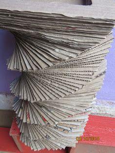 Reciclaje con Artesania: FLORERO DE CARTÓN Paper Vase, Texture, Wood, Crafts, Fresh Flowers, Fake Flowers, Flower Vases, Recycling, Bottles